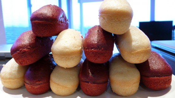 one dozen vegan twinkies from no whey vegan baking. 6 regular flavored, 6 red velvet with cream cheese frosting.
