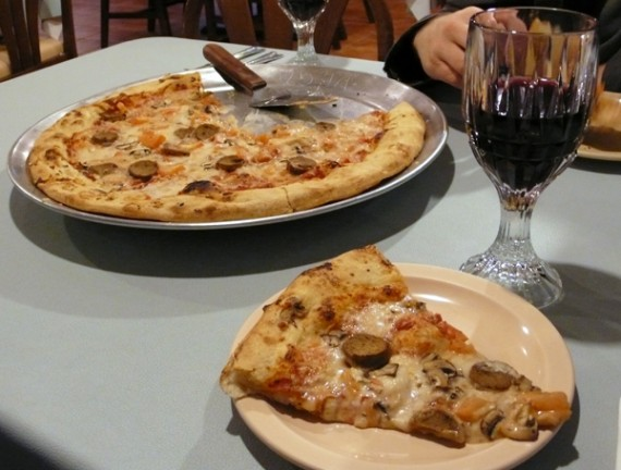 thats-amore-pizza-wine